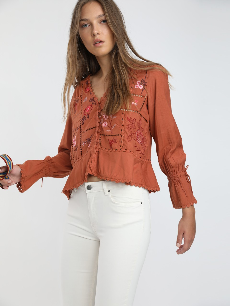 Nia Embroidery Blouse